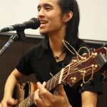 Acoustic guitar virtuoso Shun Ng discovers communication through music